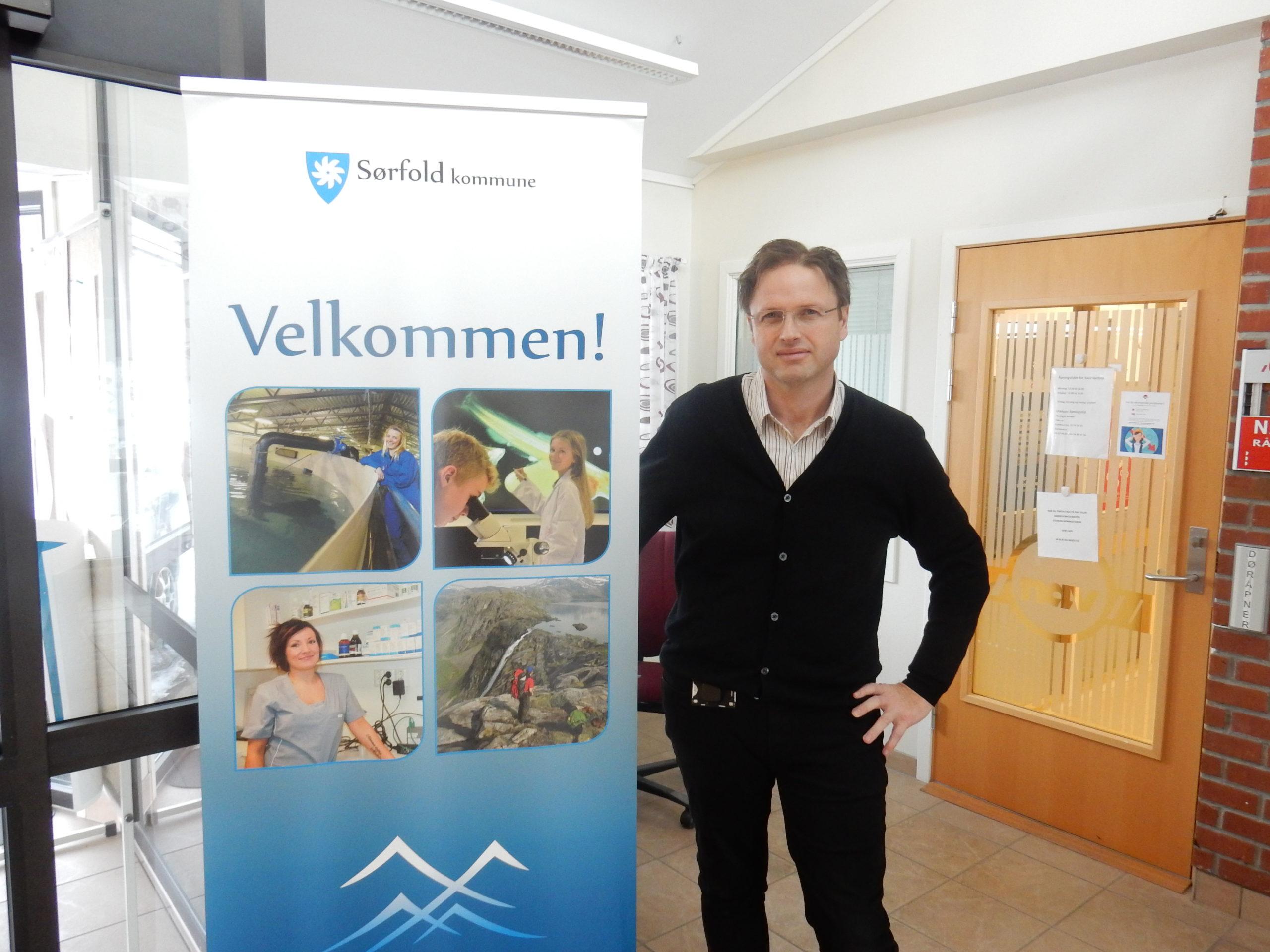 Kommunedirektør Stig Arne Holtedahl er klar til å ta i mot Sørfold kommunes første trainee gjennom tidene!